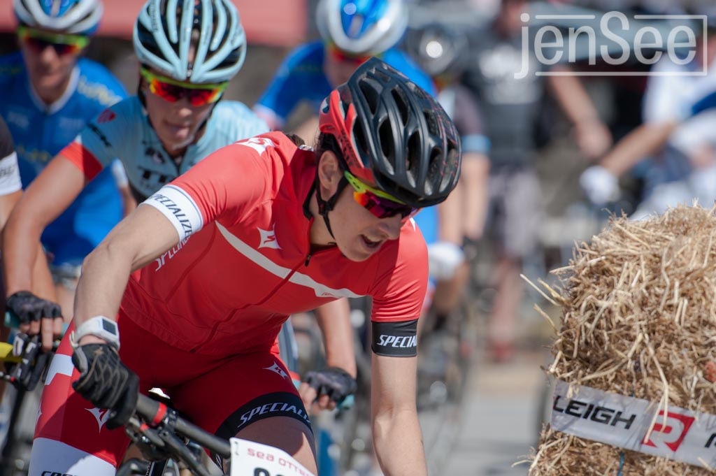 lea davison doing her bike racing thing